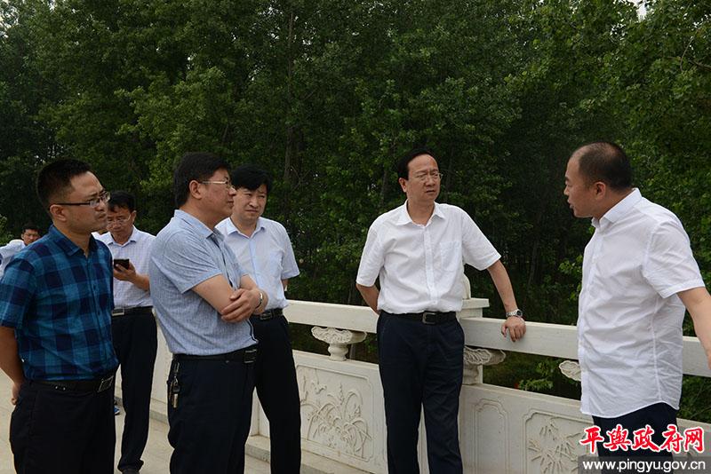 平舆县委副书记、县长赵峰就水污染防治工作进行现场办公
