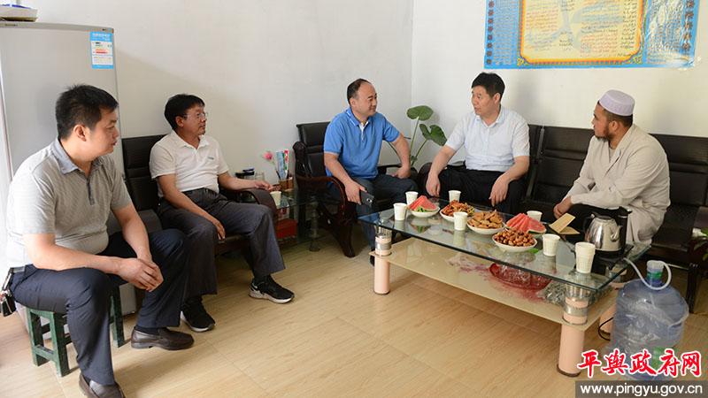 平舆县副县长马林到老王岗乡看望慰问穆斯林群众