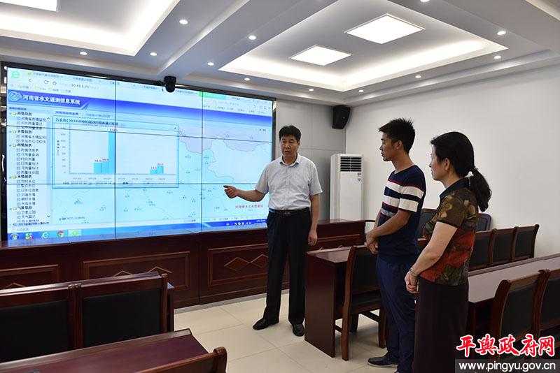 平舆县副县长马林视察防汛监测系统运行情况和蛟停湖滞洪区工程推进情况