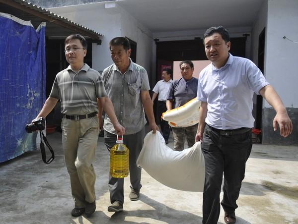 省農業專家走進單老村委開展進農家服務對接活動