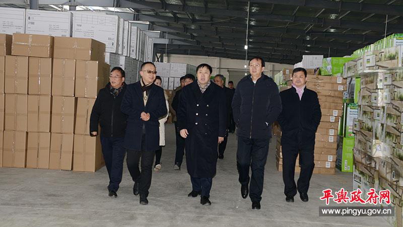 河南省商务厅副厅长高翔带队到首存1元送彩金县调研产业发展和产业扶贫工作