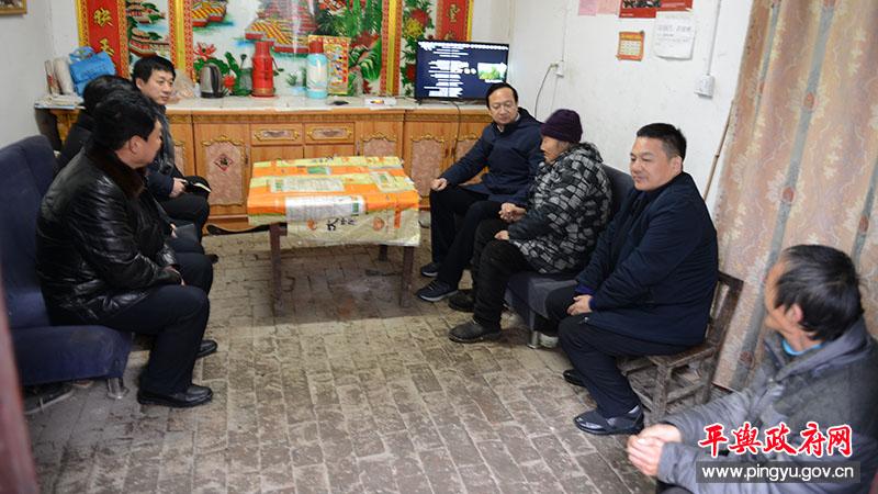 平舆县委副书记、县长赵峰到东和店镇调研脱贫攻坚工作