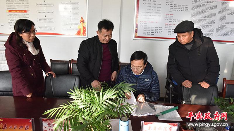 平舆县委副书记、县长赵峰到辛店乡调研脱贫攻坚工作