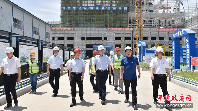 平舆县委副书记、县长赵峰就推进项目建设工作进行现场办公