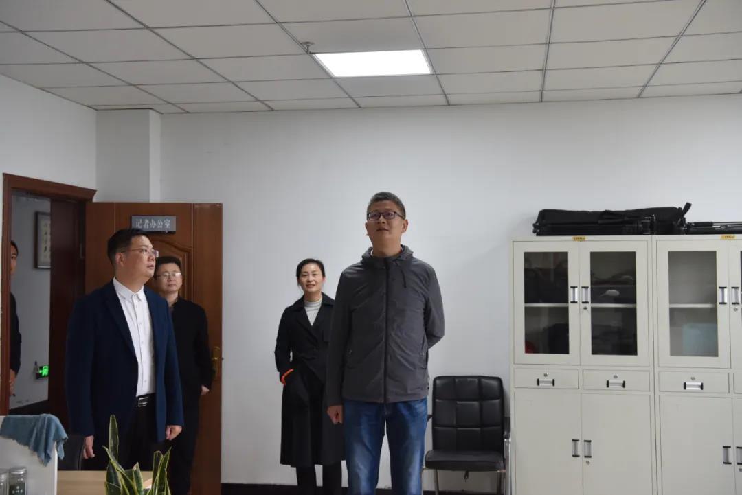平舆县委常委、宣传部部长、副县长王楠到县融媒体中心调研指导